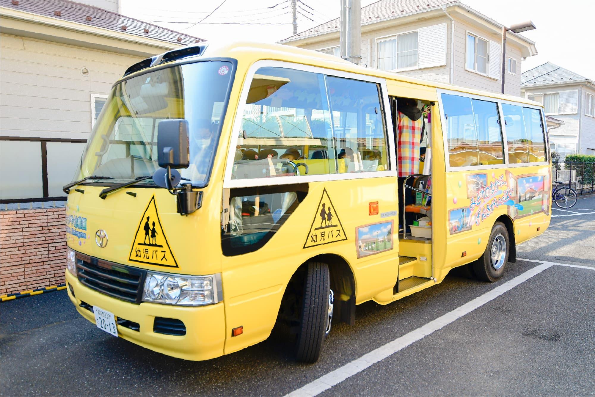 さまざまな地域へ運行する全5台の通園バス