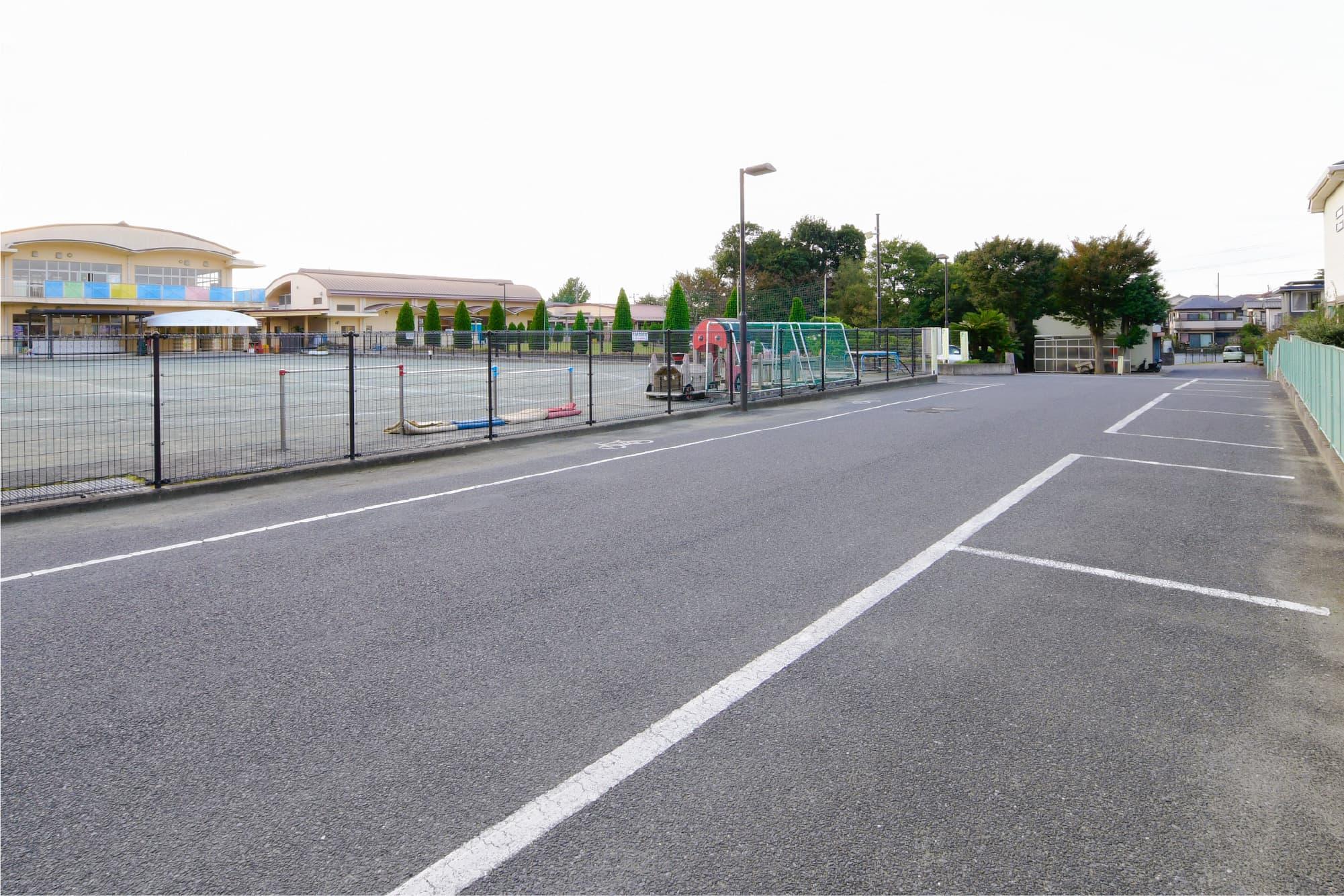 50台以上停められる広々とした駐車場