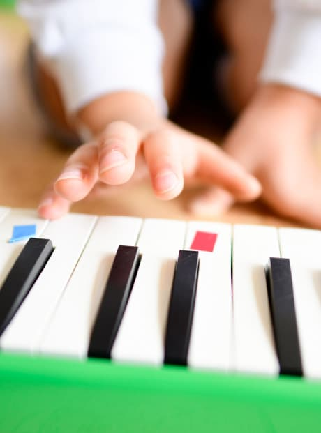 本物の楽器を使って、「音を楽しむ」